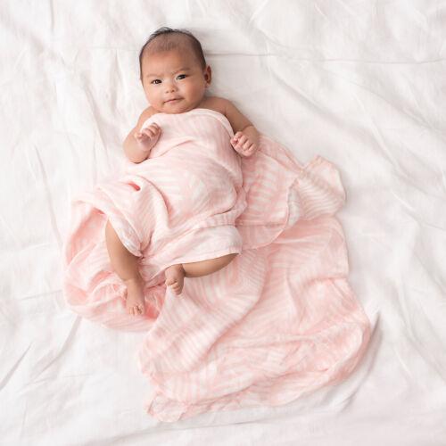 Pasztell rózsaszín leveles bambusz takaró (aden+anais)