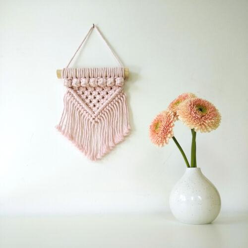 Makramé mini fali dísz, rózsaszín (bogyós)