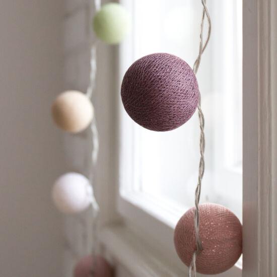 Mályva és moha gömblámpa füzér (Cotton Ball Lights)