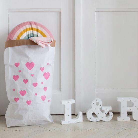 Rózsaszín szívecskés papírzsák